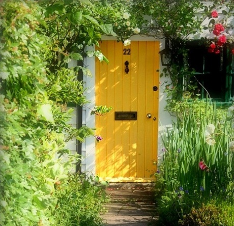 aresohappy:  pughs-news:  coffeeandwords:  vintagecottagefrench:  via my farmhouse…..  love walls with vines, flowers, anything; leading to a brightly painted door! Doesn't this make you want to go in this house? (and live there forever?)  ahh WHAT A FRIENDLY LOOKING HOUSE!!! whoever was the genius and wanted to paint the door yellow knows how peoples mind's work! Yellow, such a loving friendly summer. It makes you want to go in for tea!